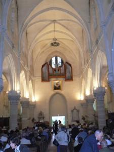 Orgue de Mogneneins au cœur de l'église