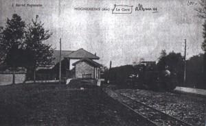 Vue de l'ancienne gare de Mogneneins, à proximité de la stèle
