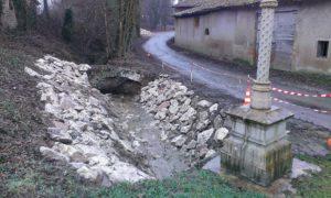 Croix de Serran et travaux de canalisation des eaux à Mogneneins
